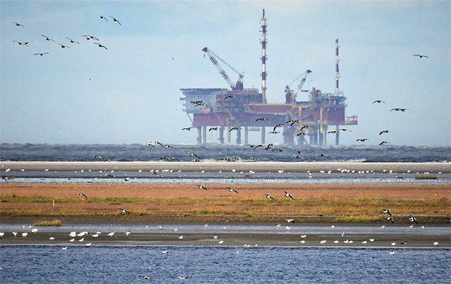 Ціни на нафту впали ще майже на 10%