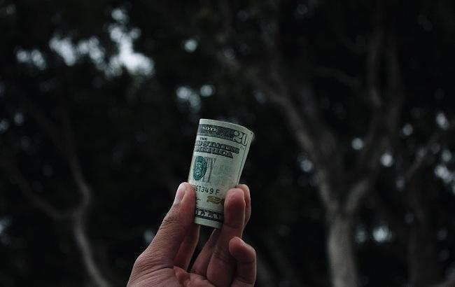 Фото: Завполиклиники требовал деньги (unsplash.com/Vitaly)