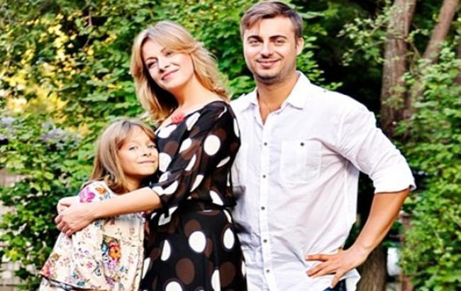 Фото: Справлятися з новонародженими Олені допомагає вся родина (bilshe.com)