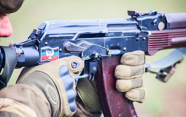 """Фото: боевики обстреляли машину """"Воды Донбасса"""" (vk/club_donbasskih)"""