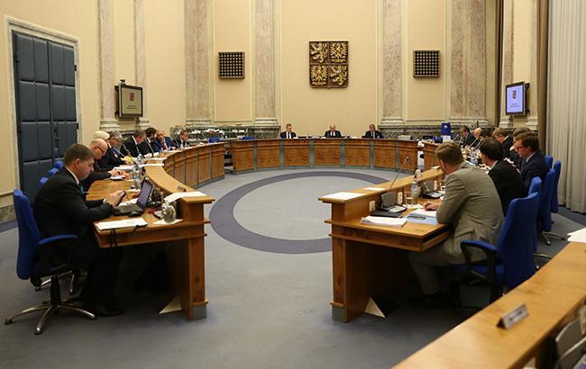 Уряд Чехії на чолі з прем'єром подав у відставку