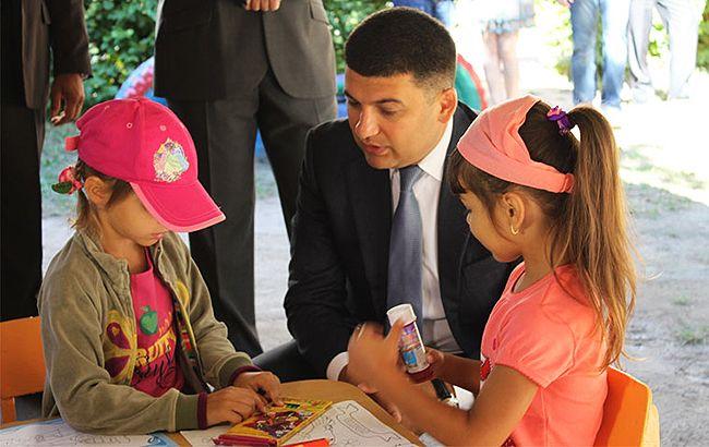 В Украине родителям будут компенсировать 1,5 тысяч гривен за услуги няни