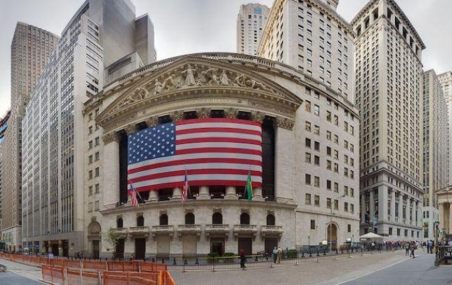 Торги на фондовой бирже в США закрылись рекордными потерями за последние 30 лет
