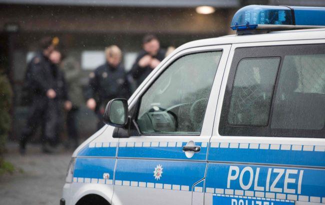 Фото: полиция Дрездена устанавливает личности поджигателей