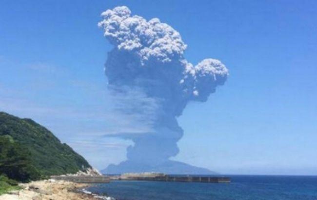 Фото: извержение вулкана в Японии