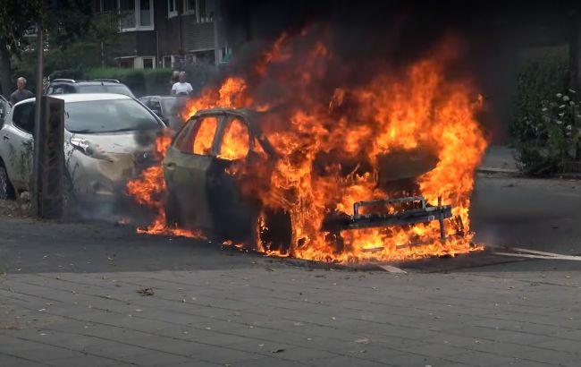 Вспыхнул как факел: в Нидерландах электрокар Volkswagen ID.3 сгорел дотла после зарядки