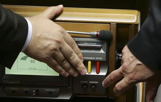 """Українським """"айтішникам"""" можуть дозволити договори по e-mail"""