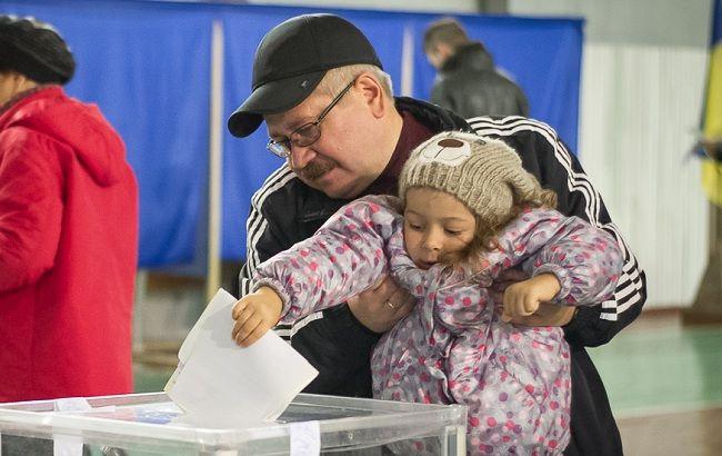 Фото: в Украине проходят довыборы в парламент