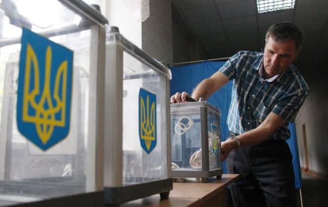 В Україні відкрилися дільниці для голосування в другому турі місцевих виборів