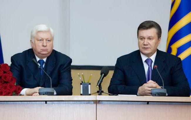 Фото: на ценности Виктора Пшонки и Виктора Януковича наложен арест