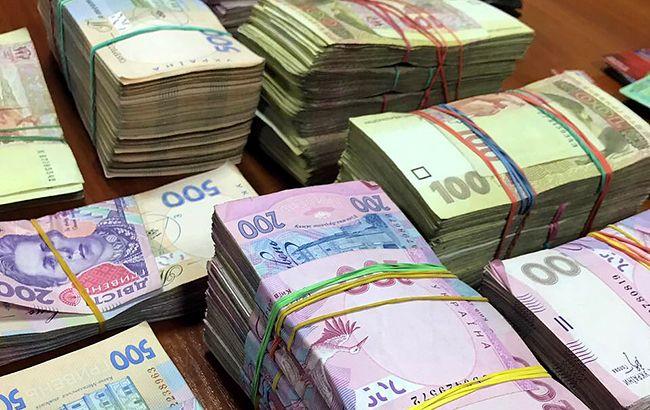 Податкова назвала кількість українців з річним доходом понад 1 млн гривень