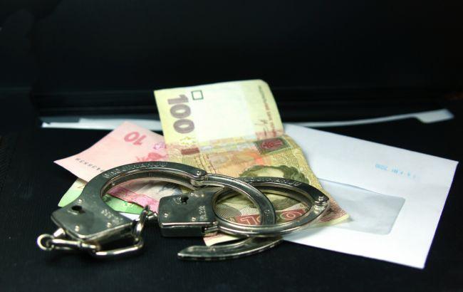 Во Львовской обл. на взятке в 20 тыс. грн задержали налогового инспектора