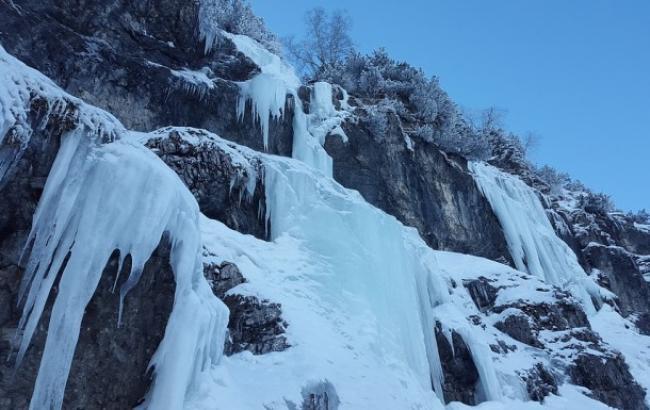 """В сети появилось впечатляющее видео """"ледяного"""" водопада в Тернопольской области"""