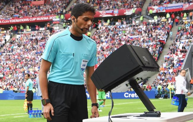 Фото: відео асистент рефері (fifa.com)