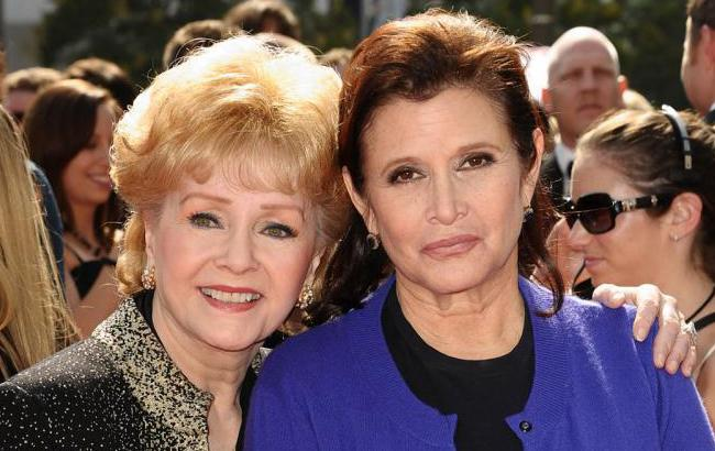 Фото: Фишер со своей матерью (New York Daily News)