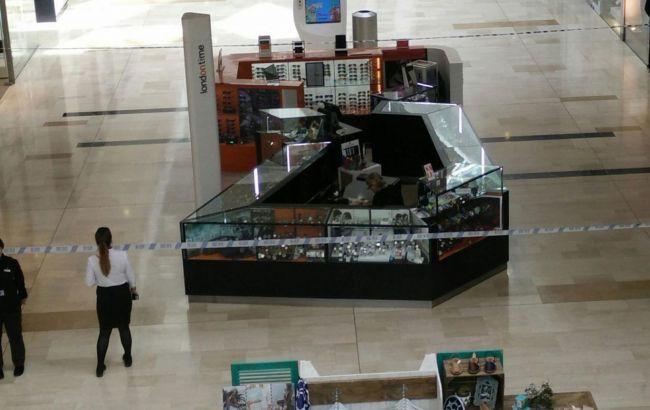 Фото: торговый центр частично закрыт в связи с расследованием