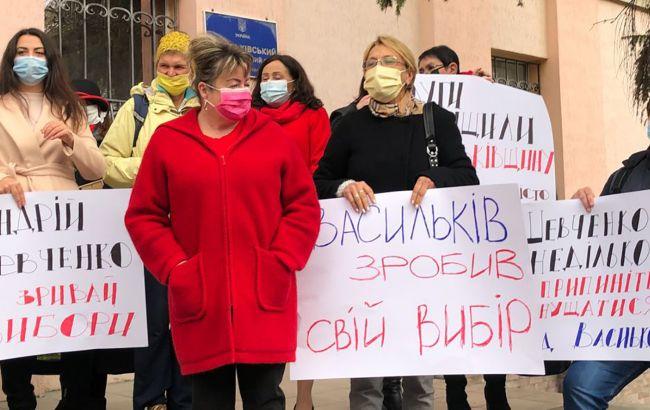 У Василькові під судом вимагають не допустити скасування результатів виборів