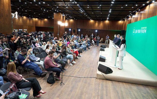 """""""Слуга народа"""" провела форум для центральных и региональных медиа"""