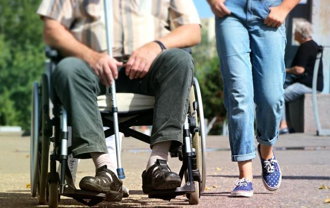 Фото: Человек в инвалидном кресле (pixabay.com/klimkin)