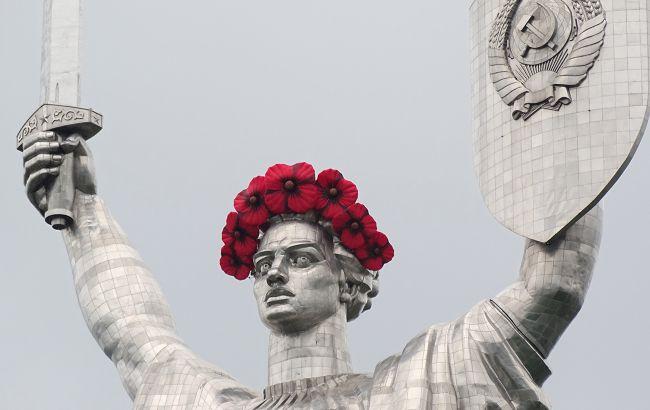 В Киеве нашли способ избавится от советских символов: под ударом Родина-мать и мост Патона