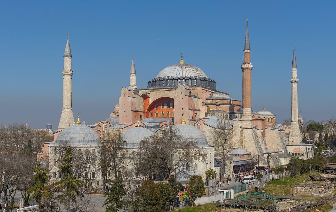 Собор Святой Софии в Стамбуле стал мечетью
