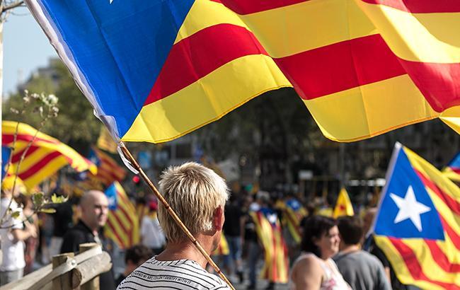 Фото: митинг за независимость Каталонии (wikimedia.org Ivan McClellan)