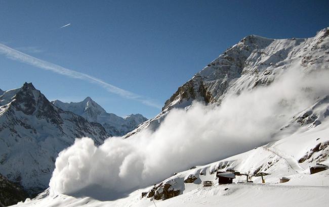 Во Франции в горах сошла лавина, есть погибший