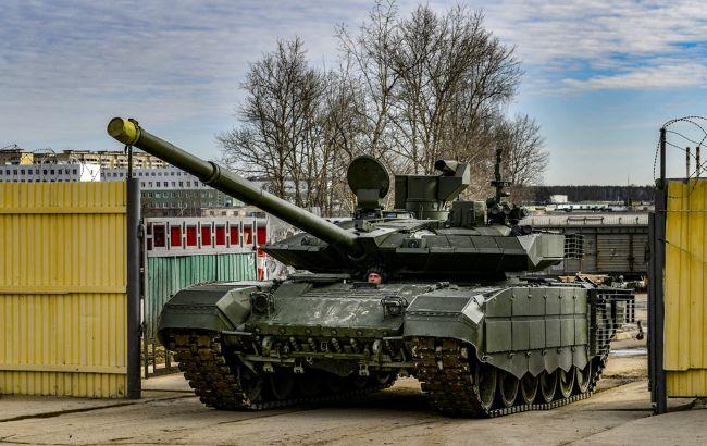 Россия перебросила на оккупированный Донбасс 70 грузовиков, танки и БТР