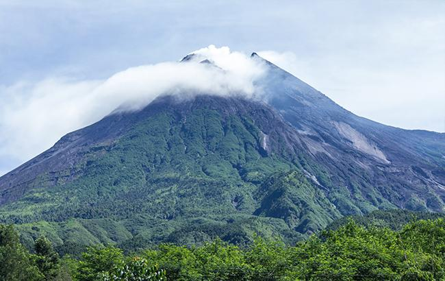 Фото: вулкан Агунг (wikipedia.org)