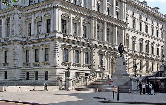 Фото:МЗС Британії (wikipedia.org/Arpingstone)