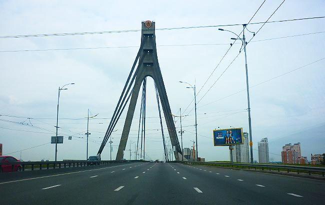 НаМосковском мосту ограничат движение надень