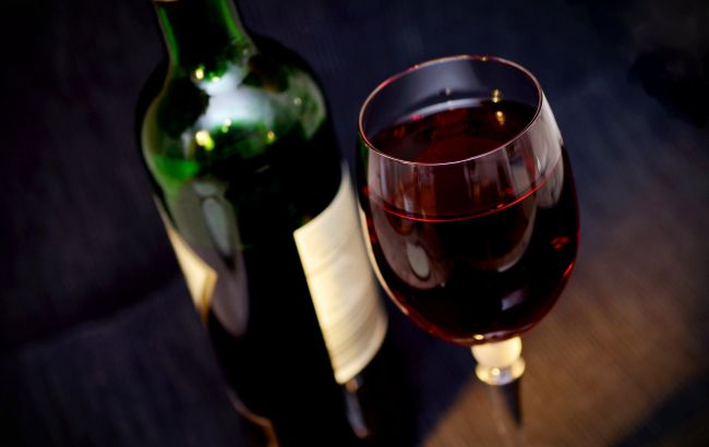 Первые бутылки для вина из бумаги поступили в продажу: какая цена (фото)