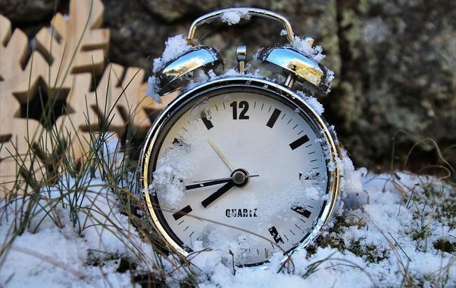 Переход на зимнее время: как это отразится на организме и как уберечься от негативного влияния