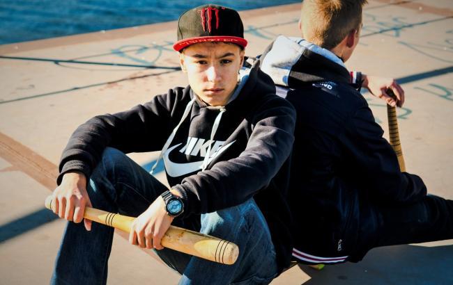 Підліток-екстремал із Запоріжжя шокував соцмережі підняттям на шпиль вежі