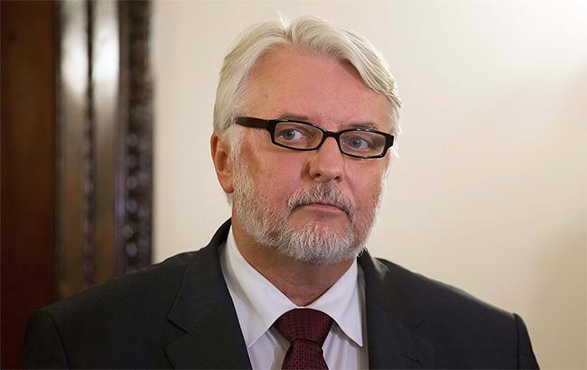 Руководитель МИД Польши устроил вмузее Львова скандальную выходку