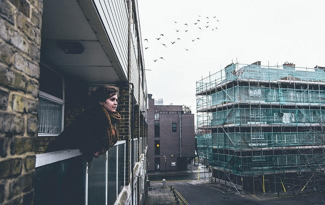 У Запоріжжі в одній з багатоповерхівок обвалився балкон разом з жінкою