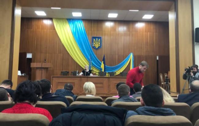 В Ирпене оппоненты Карплюка пытались открыть сессию горсовета гимном России