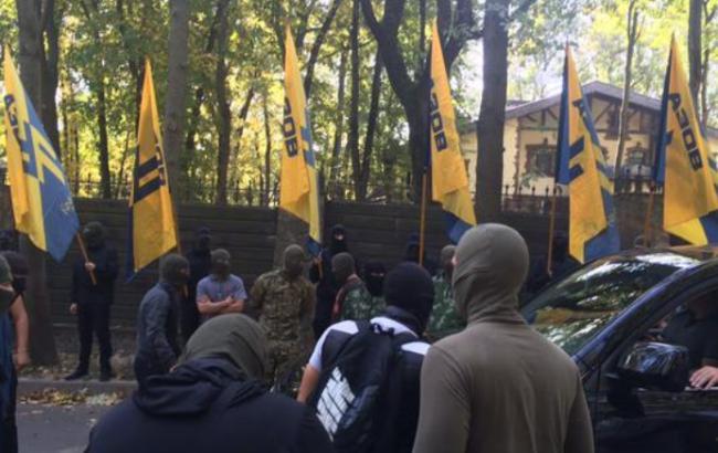 Активісти блокували будинок Добкіна в Харкові