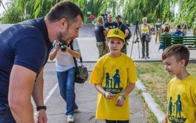 РКН заблокировал сайт детского нацлагеря «Азовец» во «ВКонтакте»