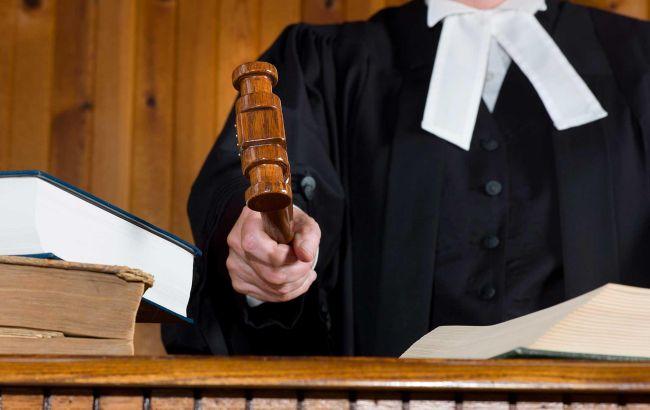 Суд дозволив заочне розслідування проти екс-командувача внутрішніх військ МВС