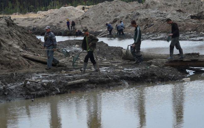 Мінекології: райони видобутку бурштину можуть визнати зоною екологічного лиха