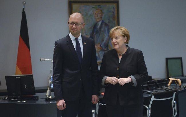Фото: Арсеній Яценюк і Ангела Меркель обговорили санкції проти РФ