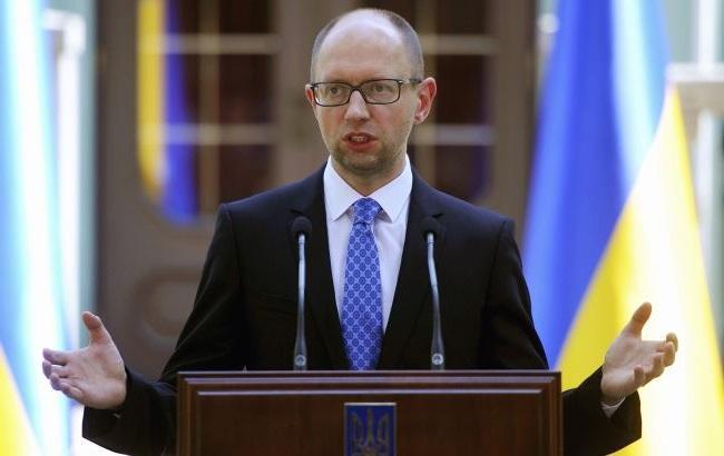 Яценюк: бойовики заблокували постачання гумпомощи на Донбас