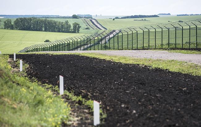 "Проект по строительству ""Стены"" на границе с РФ выполнен лишь на 15% (фото: yatsenyuk.org.ua)"