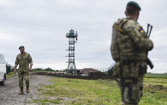 На Буковині група невідомих напала на прикордонників, один нападник поранений
