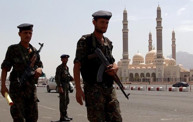 У мечеті Ємену прогриміли вибухи, загинули 15 осіб
