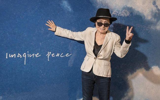 Ось так зараз виглядає Йоко Оно - дружина Джона Леннона, якому сьогодні було б 81