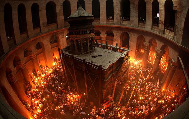 Благодатный огонь в Иерусалиме  (Скриншот с youtube.comInsight)