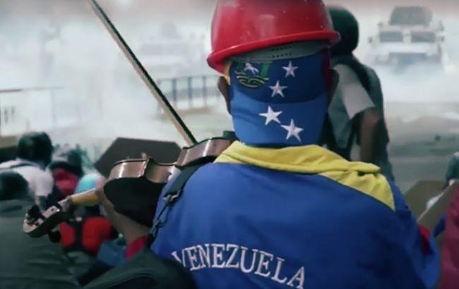 Фото: протести у Венесуелі (webscreenshot Youtube/Nelson Ferreira channel)