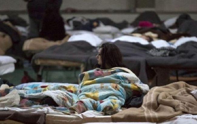 Фото: близько 10 тисяч італійців поки живуть в наметах і спортивних залах